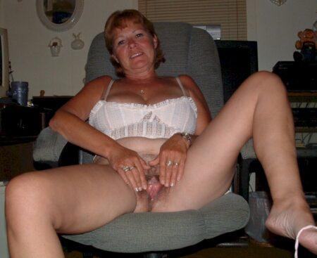 Femme adultère soumise pour coquin domi
