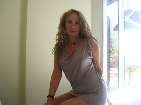 Femme adultère soumise pour mec qui aime soumettre assez souvent dispo