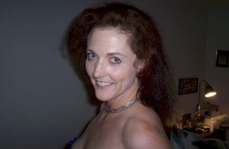 Femme sexy dominatrice pour mec qui est docile