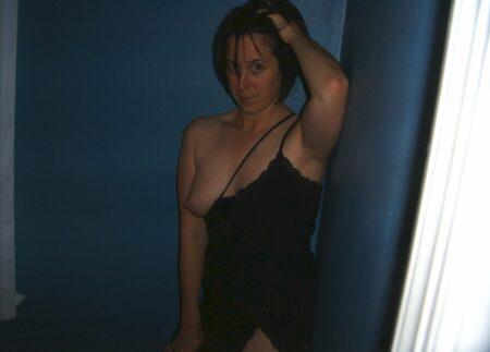 Femme sexy qui désire du sérieux