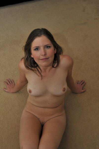 Femme sexy très chaude recherche un mec débutant